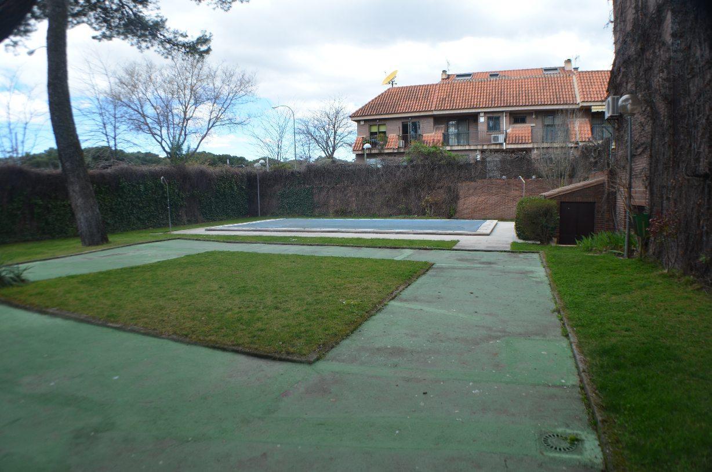 Chalet adosado majadahonda venta 700000 euros mblanco for Trastero jardin