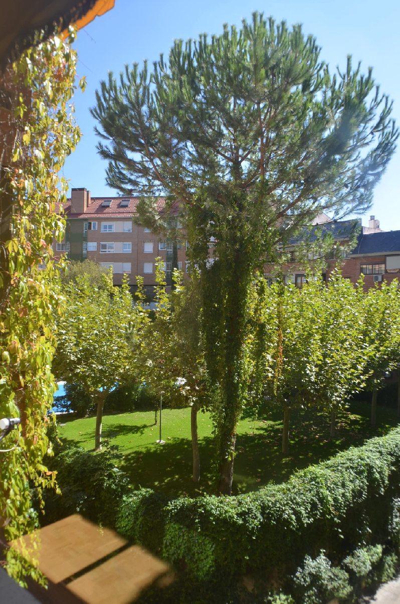 Piso las rozas de madrid alquiler 750 euros zona centro for Alquiler de bajos con jardin en las rozas
